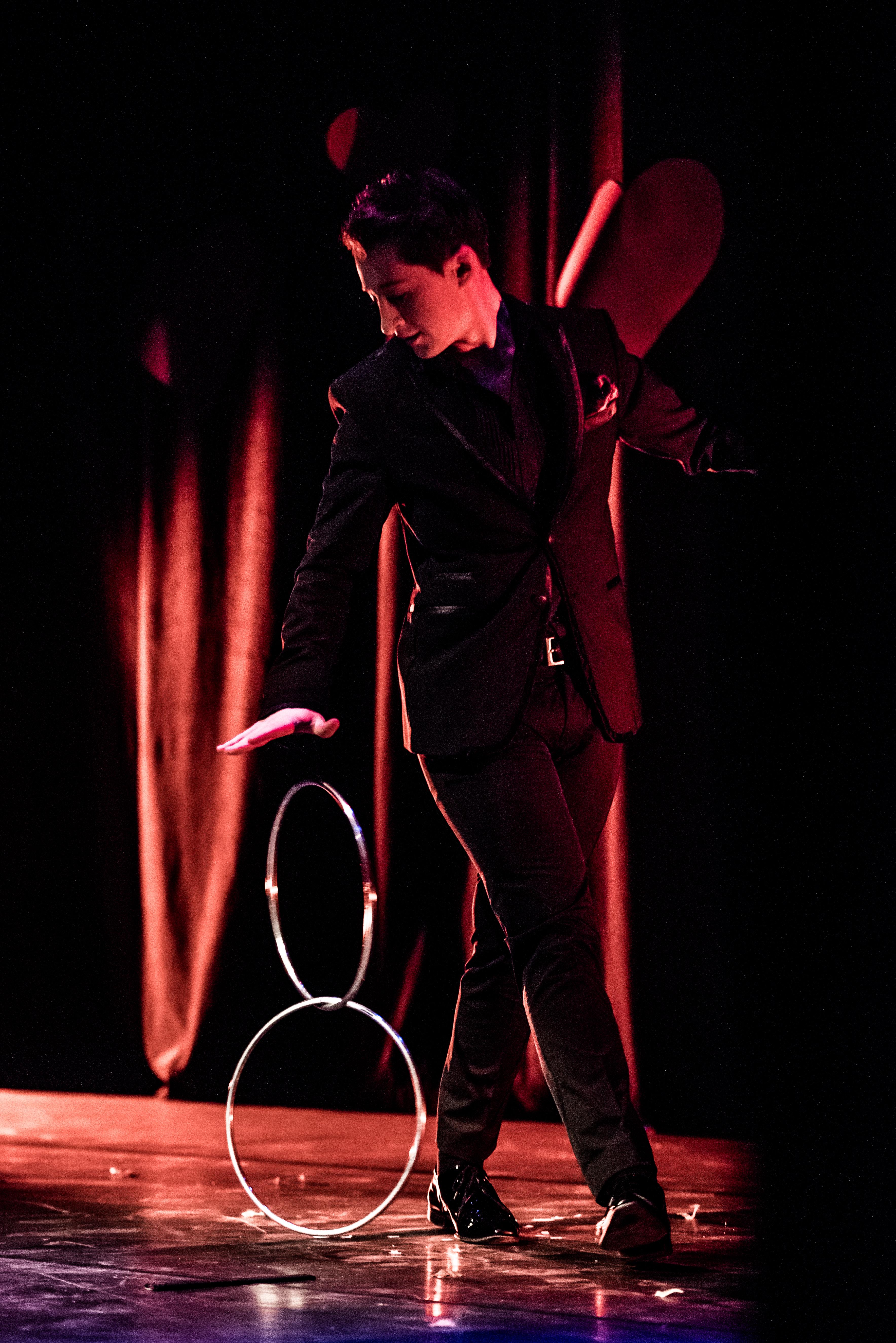 Zwevende ringen act cabaret rafael Scholten